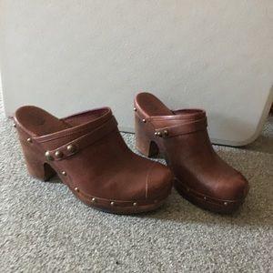 Ugg size 9 heels